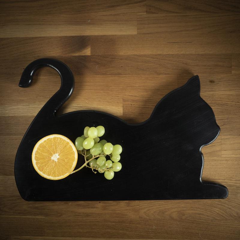 Leikkuulauta musta kissa