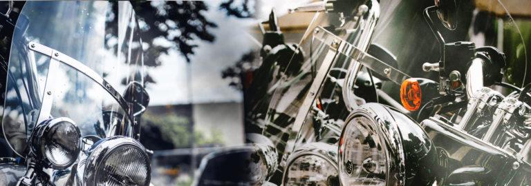 Moottoripyörän tuulilasiksi sopii kovapintainen polykarbonaatti.